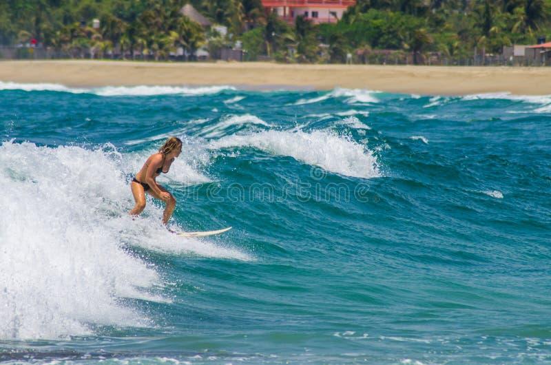 Surfer en La Punta photographie stock libre de droits