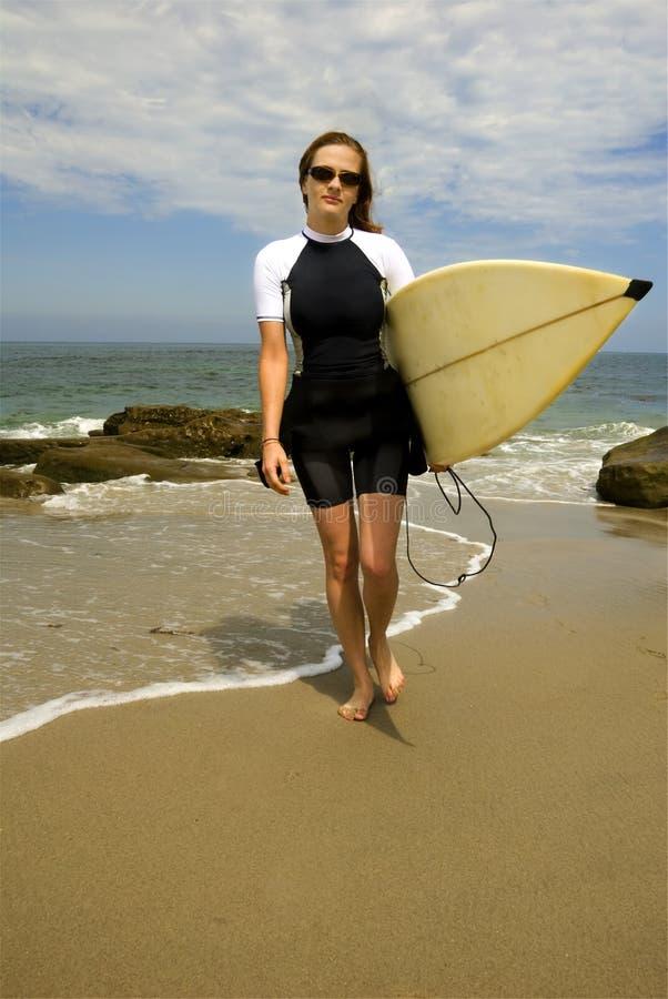 surfer féminin images libres de droits