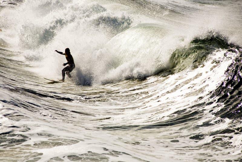 Surfer im shorebreak lizenzfreies stockfoto