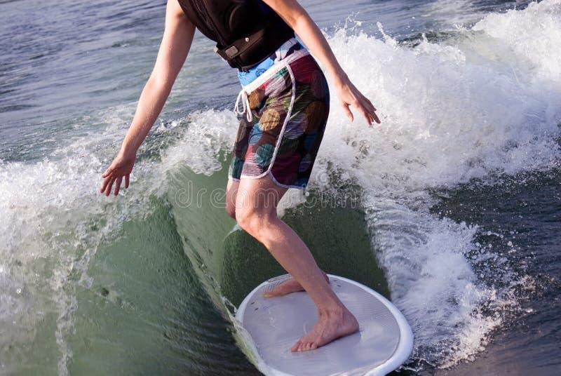 Surfer-Mädchen lizenzfreie stockbilder