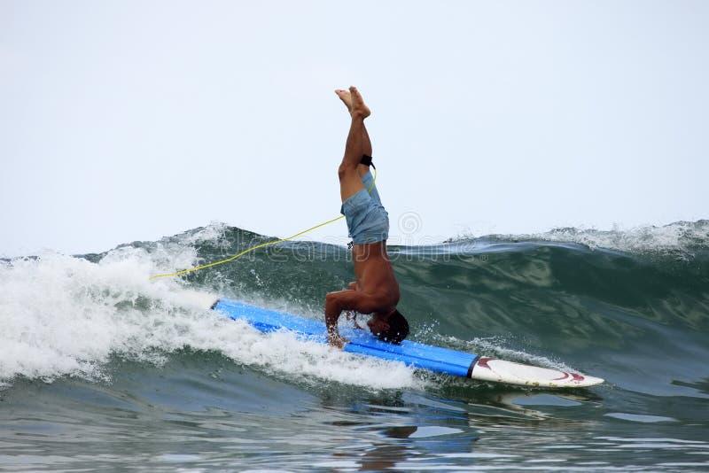 Surfer in oceaan royalty-vrije stock foto