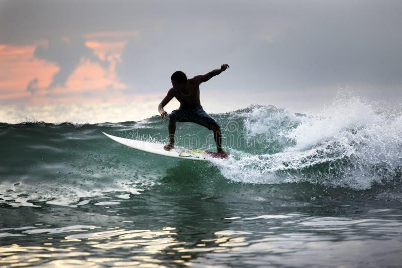 Surfer in oceaan royalty-vrije stock afbeelding