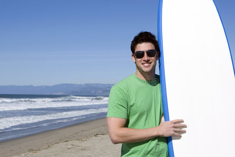 Surfer op het strand royalty-vrije stock foto