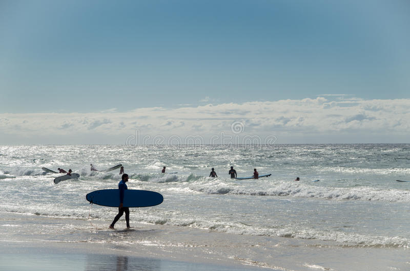 Surfers στο νερό στον παράδεισο Surfers στο Gold Coast στοκ φωτογραφίες