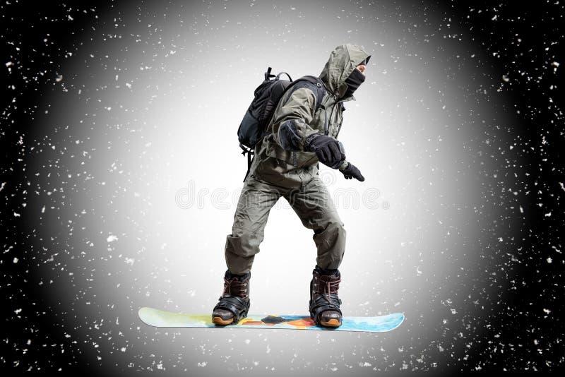 Surfeur de vol sur le fond de neige photographie stock libre de droits
