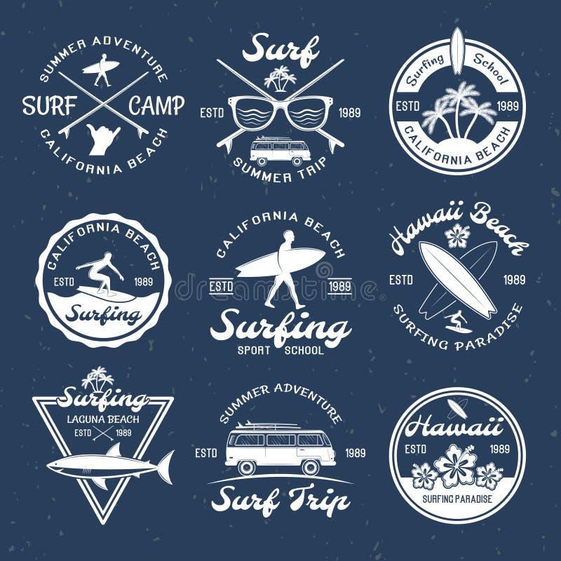 Surfingów emblematy Na zmroku ilustracja wektor