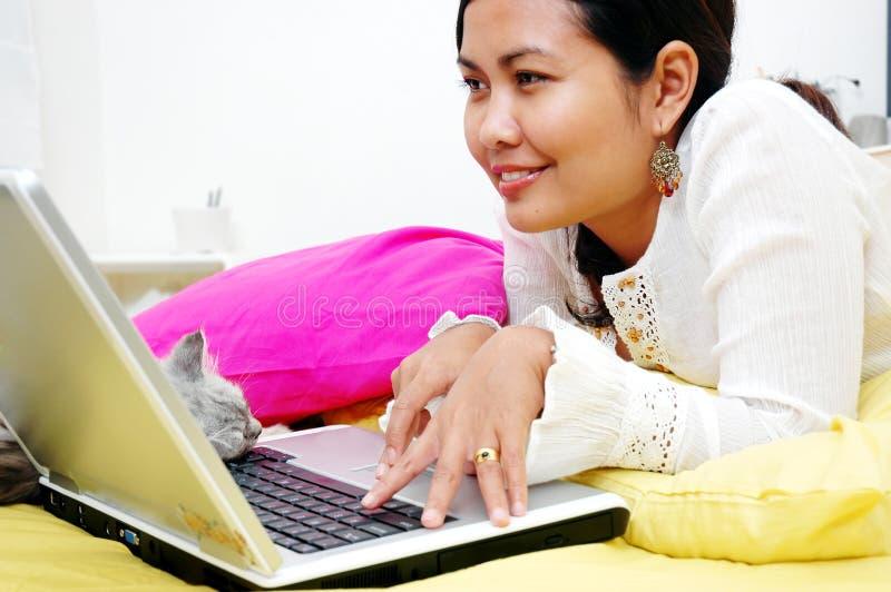 surfing internetu zdjęcia stock