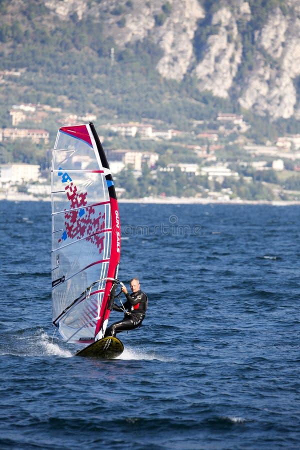 Download Surfing Lago Di Garda, Italien Redaktionell Bild - Bild av natur, surfare: 78729686