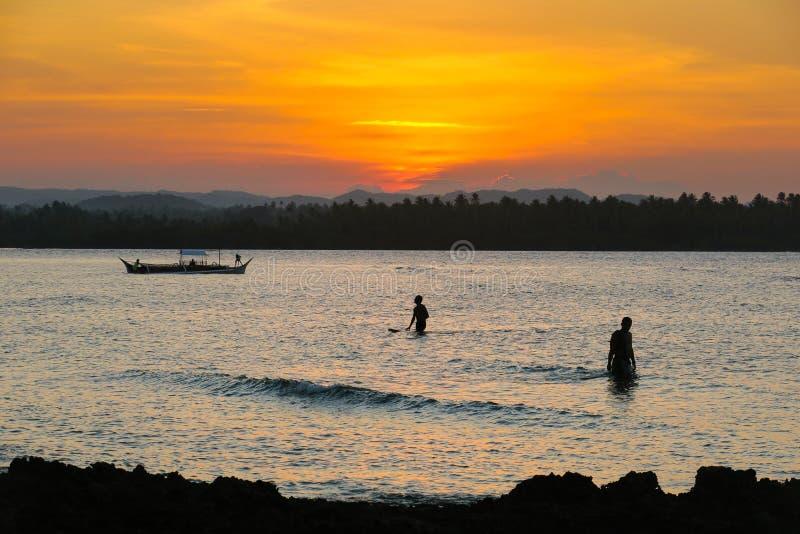 Surfing & połów przy Niskim przypływem fotografia royalty free