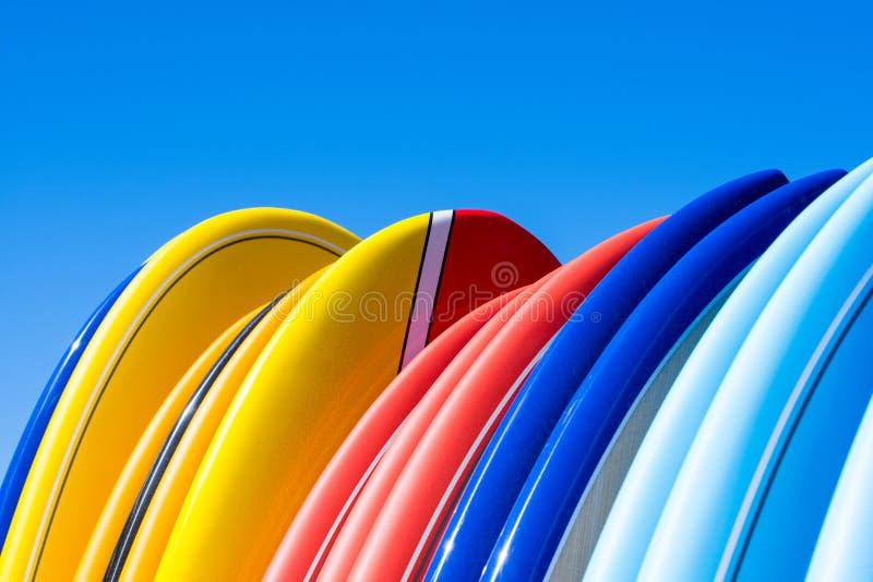 Surfingbrädor i Lacanau, Frankrike, atlantisk kust royaltyfria bilder
