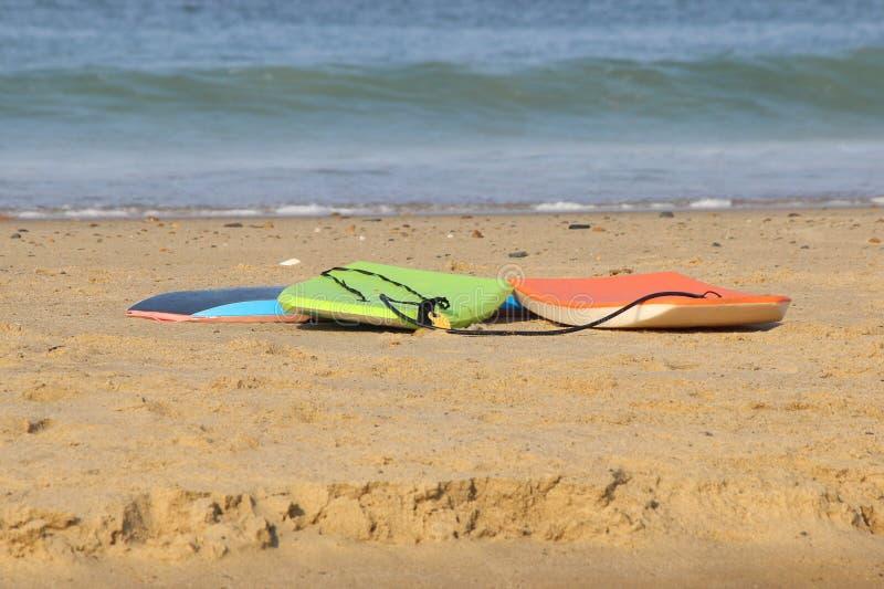 Surfingbrädor på sanden royaltyfria foton