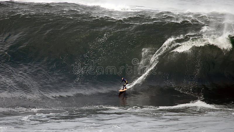 surfingowiec duży fala fotografia stock