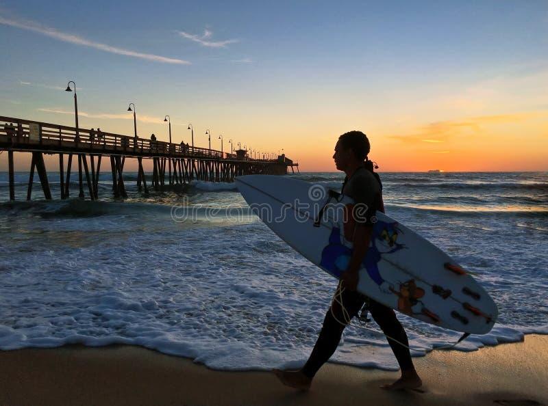 Surfingowiec przy imperiał plaży molem fotografia royalty free