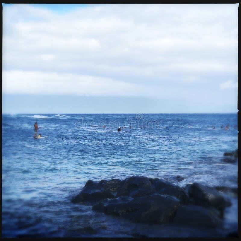 Surfingowowie przy Haleakala plażą zdjęcia stock