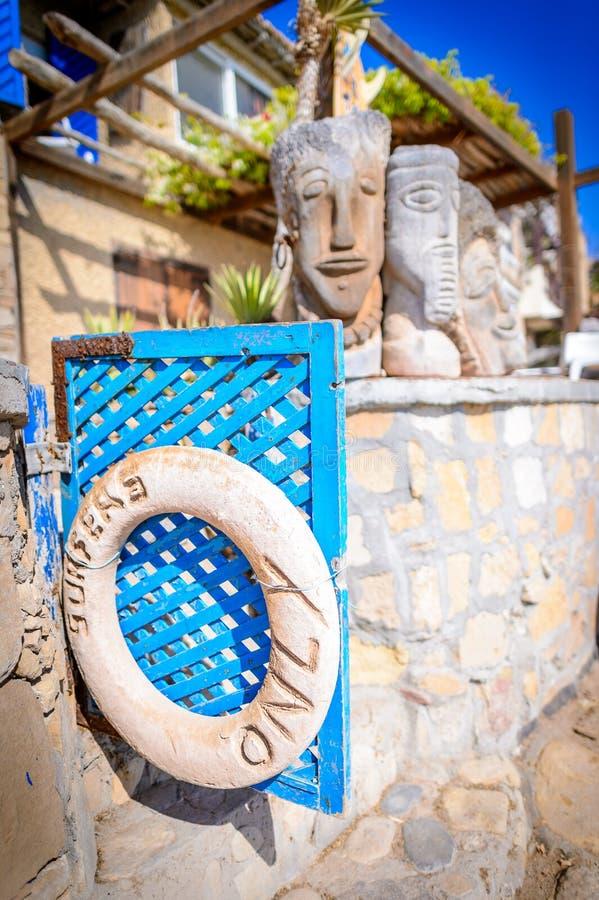 Surfingowowie tylko podpisują, kotwicowy punkt, Taghazout kipieli wioska, Agadir, Morocco fotografia stock