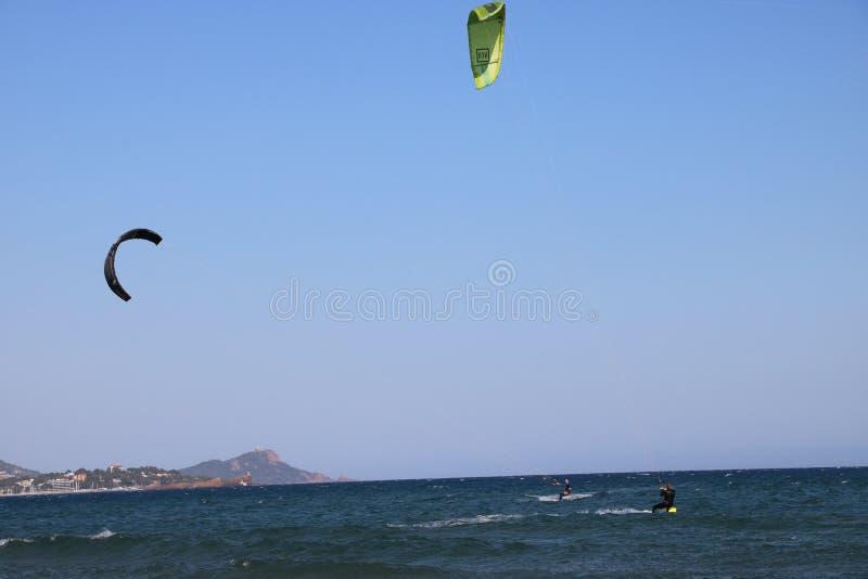 Surfist i franska Riviera Frankrike arkivfoto