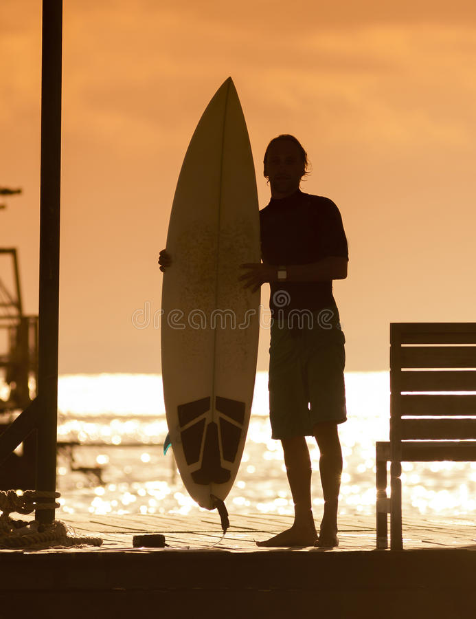 Surfista al tramonto Tme fotografia stock