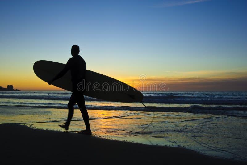 Surfista no por do sol, costas de La Jolla imagens de stock