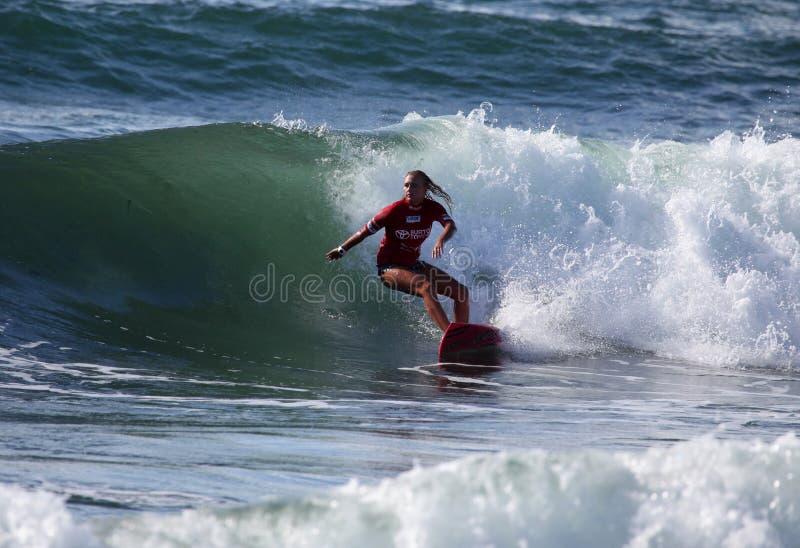 Surfista professionista - Elle-Jean Coffey - Merewether Australia immagini stock