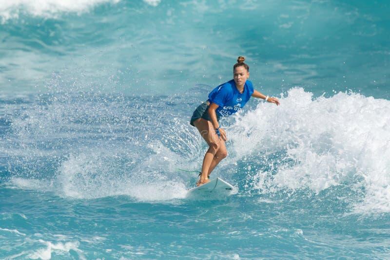 Surfista Tiarah Blanco imagenes de archivo