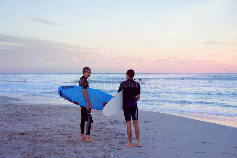 Surfisti alla spiaggia del sud di Miami fotografie stock