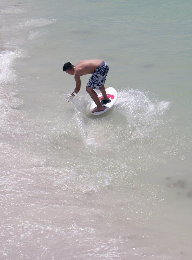 Surfng adolescente fotos de stock