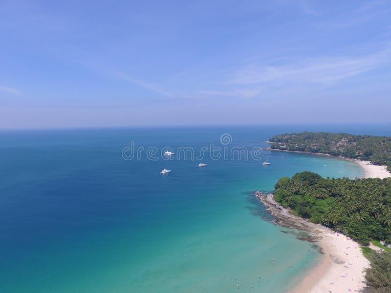 Surin plaża jest plażą z dennymi kolorami zieleń i błękit zdjęcie stock