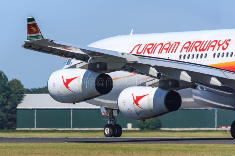 Surinam Airways voyagent en jet image libre de droits
