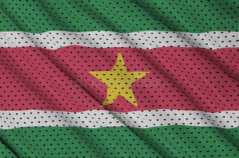 Surinam flagga som skrivs ut på en fabri för ingrepp för polyesternylonsportswear arkivbilder
