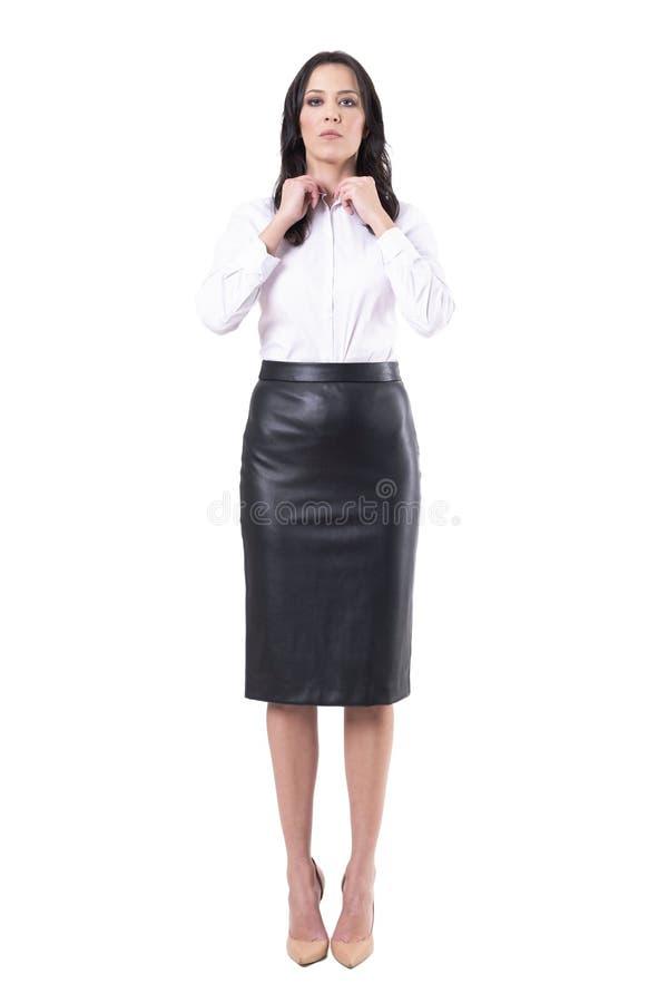 Surowa autorytatywna biznesowa kobieta lub nauczyciel dostaje gotowy opatrunkowego w g?r? obrazy stock