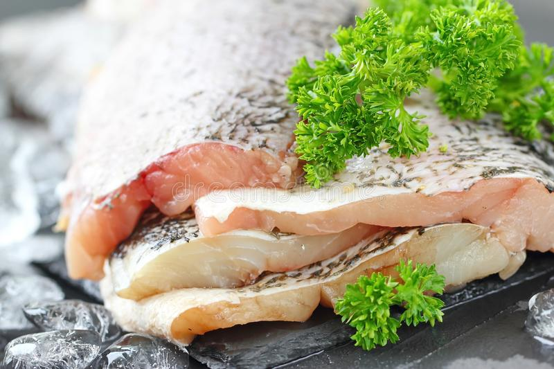 Surowa ryba przygotowywająca dla gotować zdjęcie royalty free