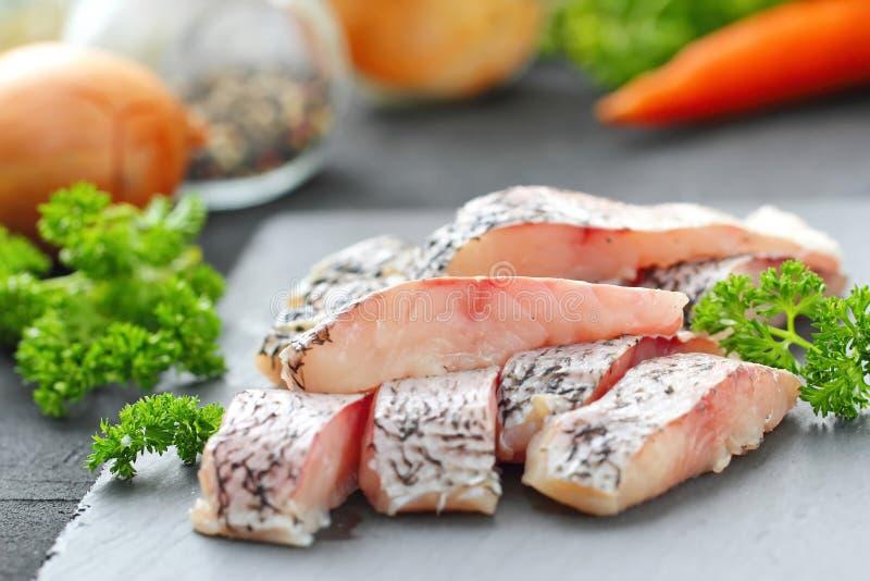 Surowa ryba przygotowywająca dla gotować zdjęcie stock