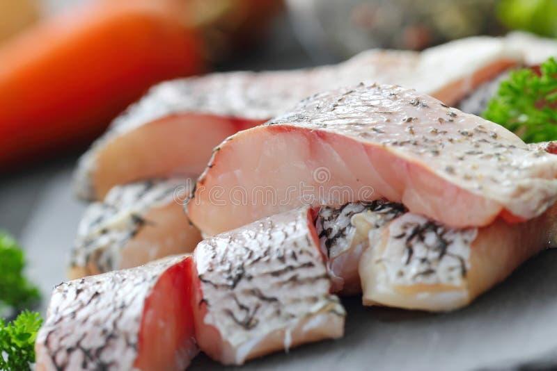 Surowa ryba przygotowywająca dla gotować obraz stock
