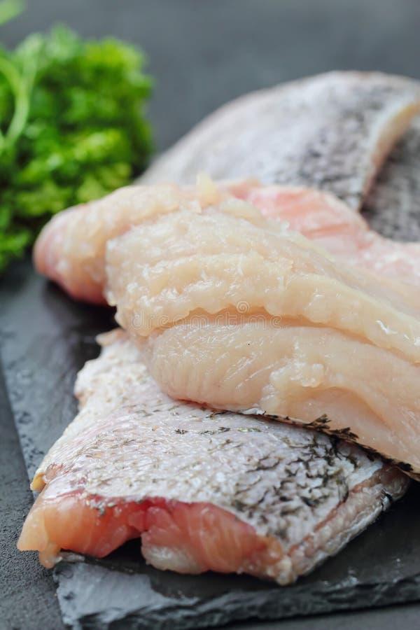 Surowa ryba przygotowywająca dla gotować obrazy stock