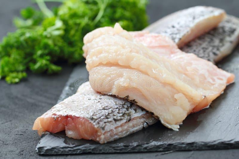 Surowa ryba przygotowywająca dla gotować zdjęcia royalty free