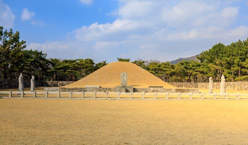 Surowangneung, túmulo do rei Suro, que é um lugar da preservação da herança na cidade de Gimhae fotos de stock
