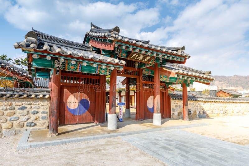 Surowangneung, tumba de rey Suro, que era el fundador y el rey legendarios del estado de Geumgwan Gaya en Corea del sudeste fotos de archivo libres de regalías