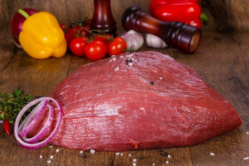 surowe mięso wołowiny obrazy stock