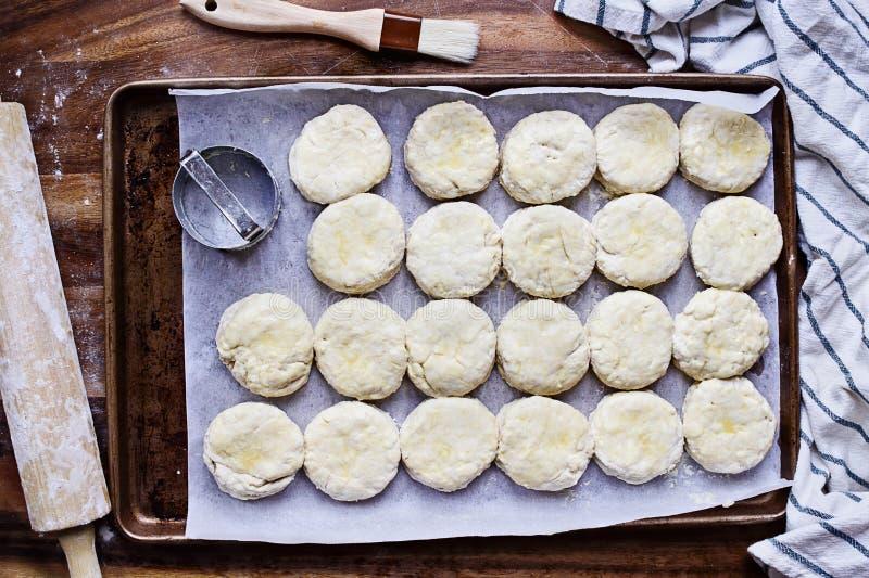 Surowej maślanki Południowi ciastka z Toczną szpilką obrazy stock