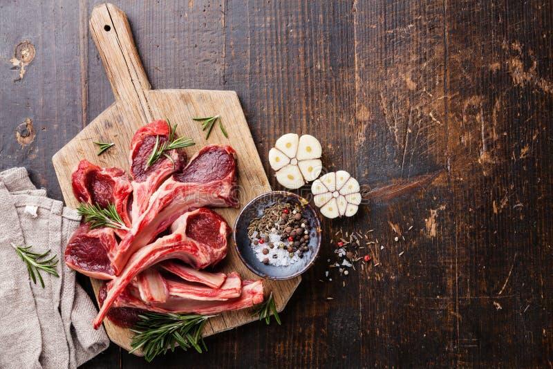 Surowi świezi Jagnięcy mięso ziobro zdjęcia stock