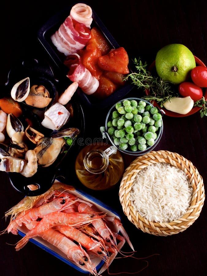Surowi składniki dla Paella obraz stock