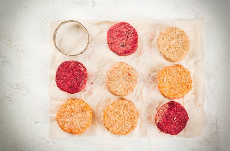 Surowi weganinów cutlets dla hamburgerów zdjęcie stock