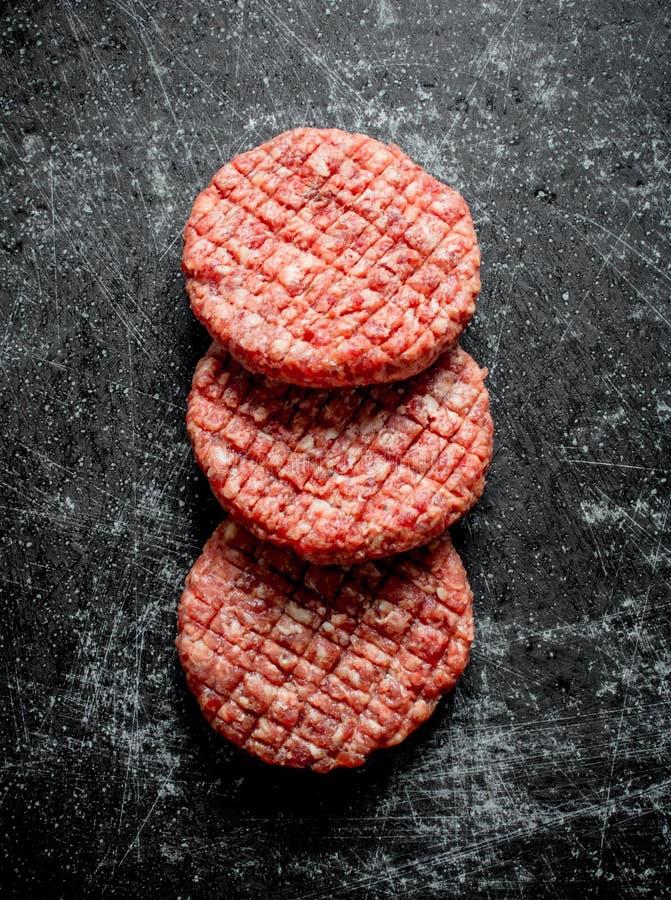 surowi wo?owina hamburgery zdjęcia stock