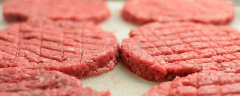 Surowy czerwony hamburgeru mięso zdjęcie stock