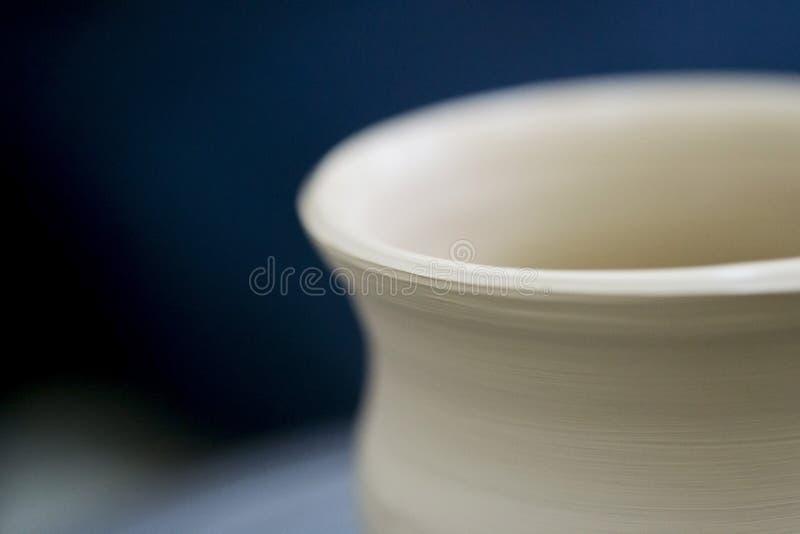 Surowy gliniany wazowy przędzalniany garncarki ` s koło fotografia stock