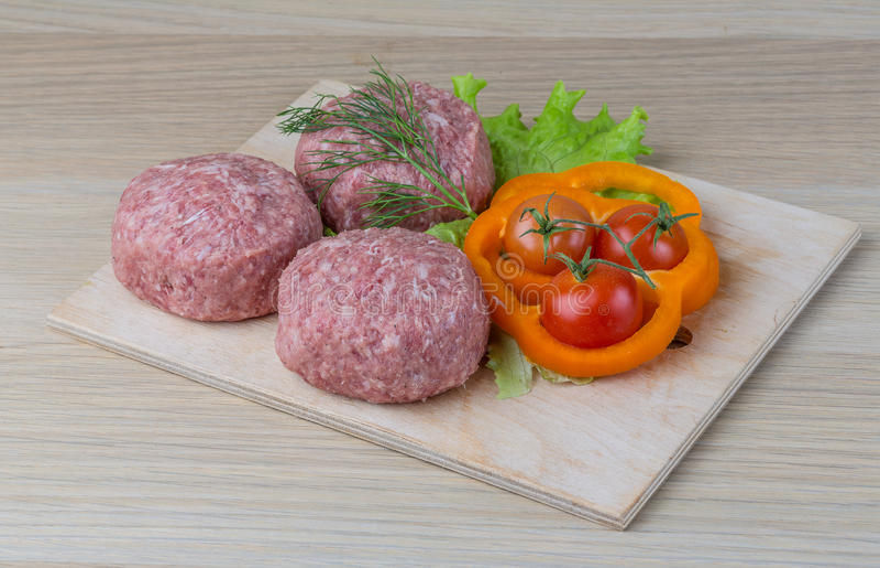 Surowy hamburgeru cutlet zdjęcia royalty free