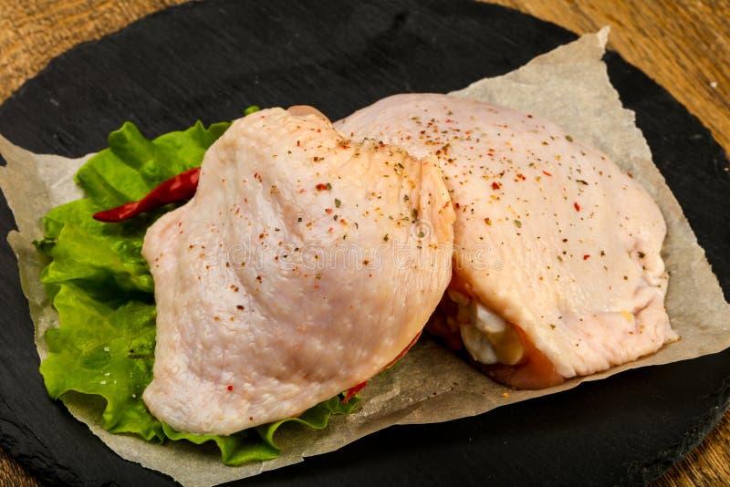 surowy kurczaka udo zdjęcie royalty free
