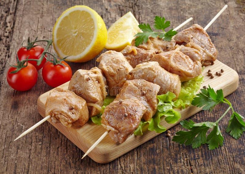 Surowy marynowany wieprzowiny kebabu mięso zdjęcie stock