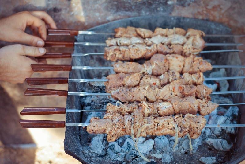 Surowy mięso smaży przy stosem zdjęcie royalty free