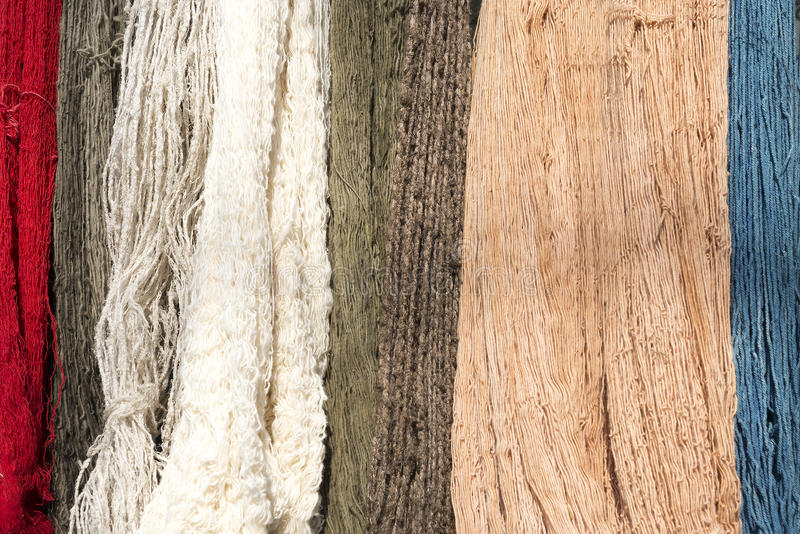 Surowy organicznie bawełnianej przędzy zrozumienie na arkanie obraz stock